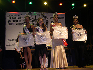 Beauty Queens honored - Annual Gala 2004