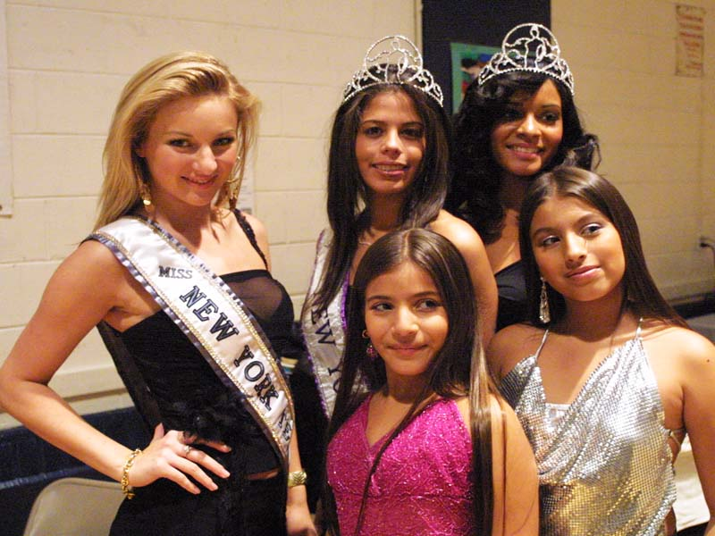 Beauty Queens in attendance 2006