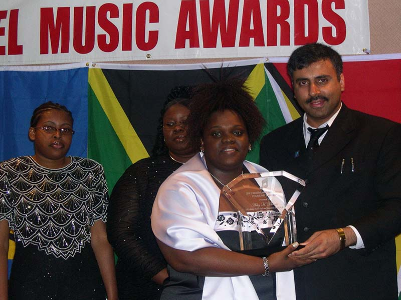 Dr.Abbey Recieving  CGMCSA Award  from the Judah Praise group 2003