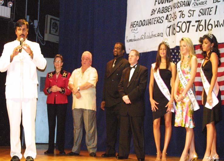Dr.Abbey with Forum Participants 2009