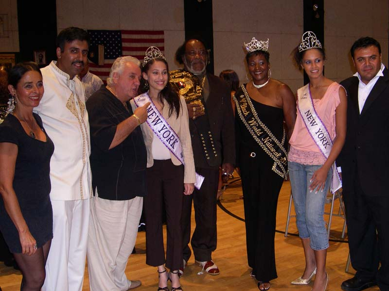 Vinny Vella of Sorpranos with Beauty Queens 2010
